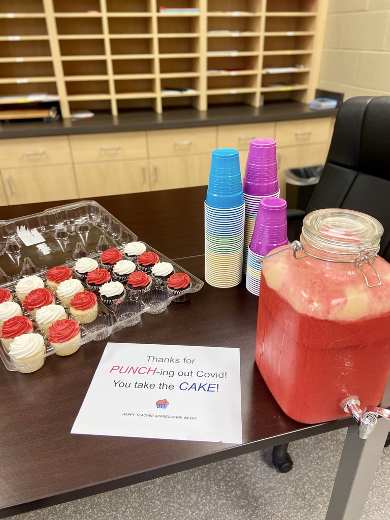 punch & cupcakes in the lounge
